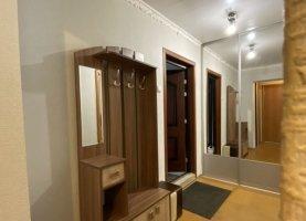 Сдается в аренду однокомнатная квартира, 41 м2, Челябинск, улица Братьев Кашириных, 88